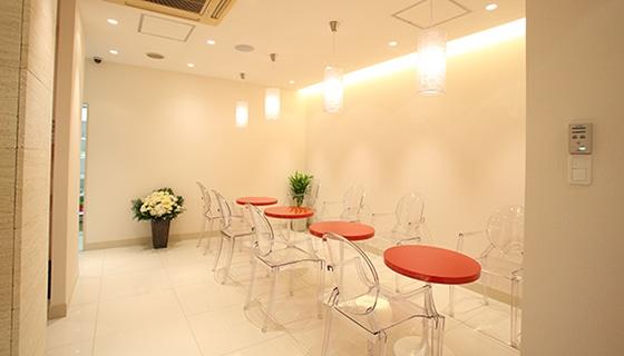 銀座カラー 横浜西口店の店舗写真