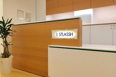 ストラッシュ 新宿西口店の店舗写真